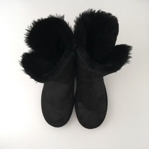 UGG | Boot Ankle Booties Authentic 9 Bailey Button